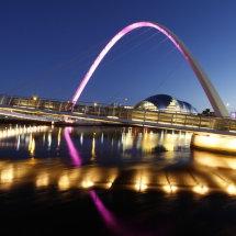 Night view of the Millenium Bridge